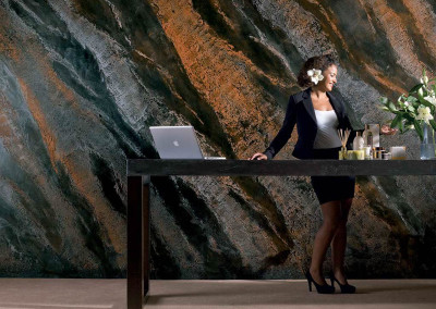 Imitace pohledového betonu Pietra Levigata a Vissuta pruhy Pietra spaccata vícebarevná