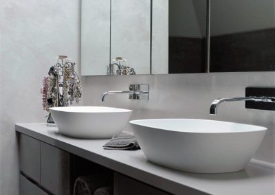 Regency finishes Metroresin body silver + Metroresin Matt. Ideal as an alternative to tiles