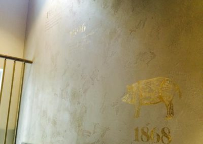 Regency finishes  Metrostone with gold picture